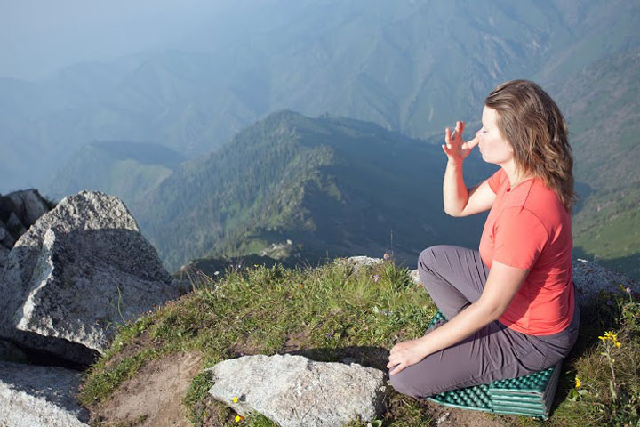 Nadi-Shodhan-pranayama-(Alternate-Nostril-Breathing)---8