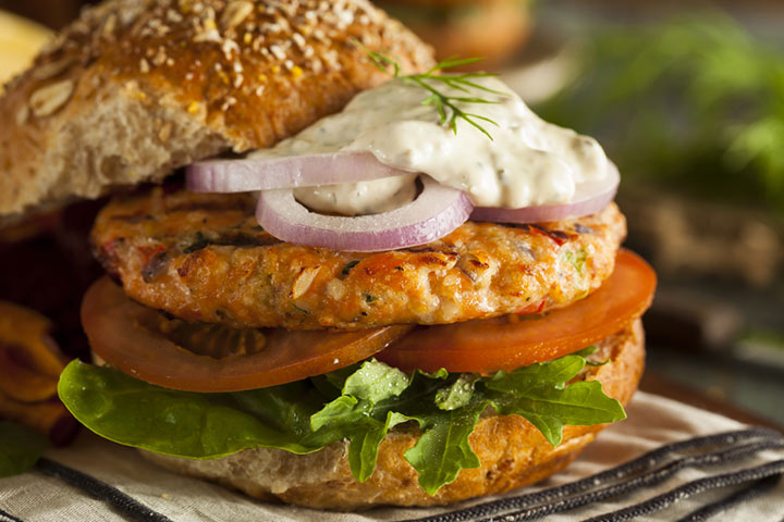 Super-healthy salmon burger