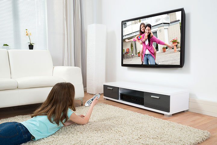 disadvantages of watching movies at home Tv or television is the wonderful invention by scientist, and there are a lot of advantages and disadvantages of watching televisionin this essay about tv.