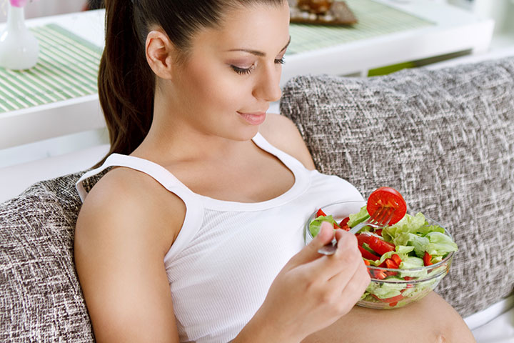 pregnant-woman-and-salad