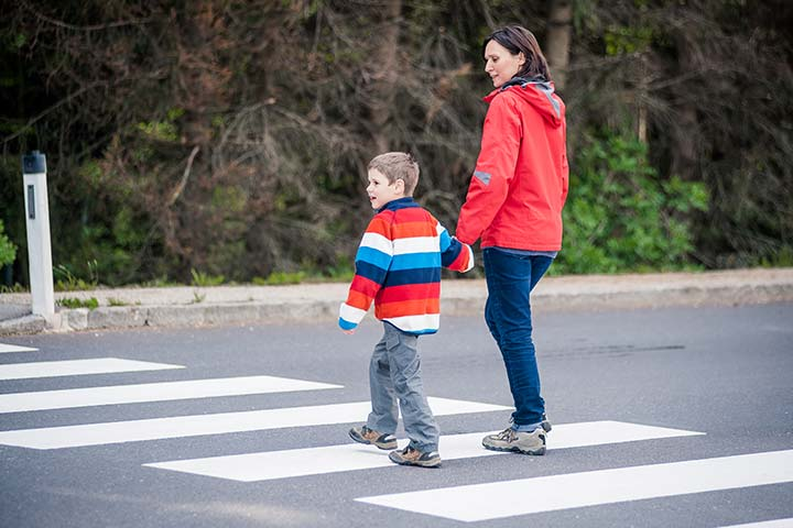 Znalezione obrazy dla zapytania children on the road