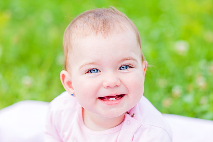 Baby Teething  What Are Its Signs And How To Soothe The Pain  edc1f15272
