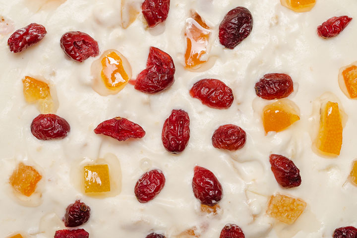 Cream and dried fruit mix