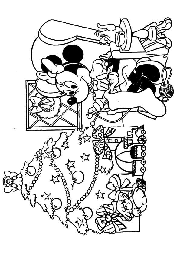 Minnie-knitting-for-christmas