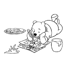 Free Printable of Pooh Loves Coloring