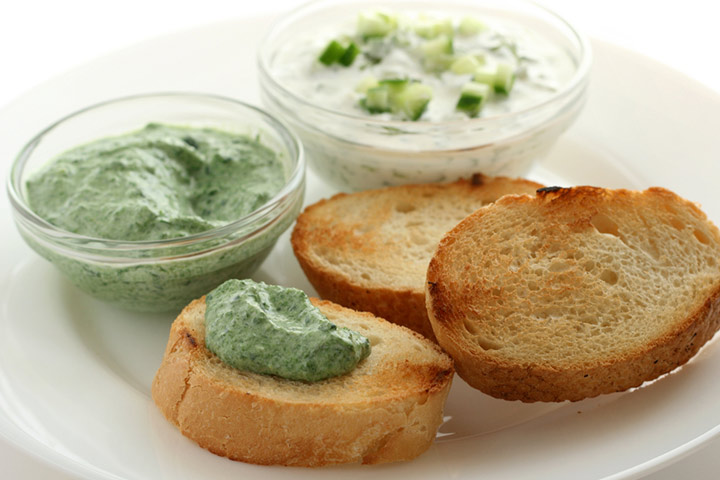 Vegetable sauce dip with bread