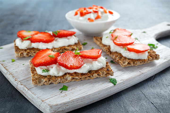 Strawberry crackers