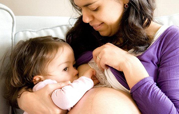 breast feeding during pregnancy