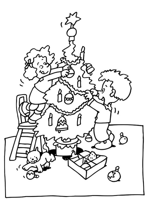 The-kids-decorating-christmas-tree
