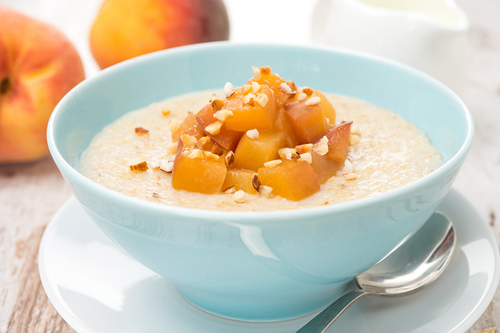 Oatmeal and peach porridge