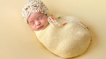 Swaddling Blankets For Your Baby & Tips On Swaddling Baby