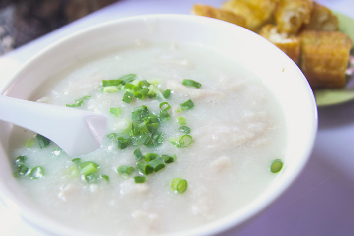 Green peas and rice porridge