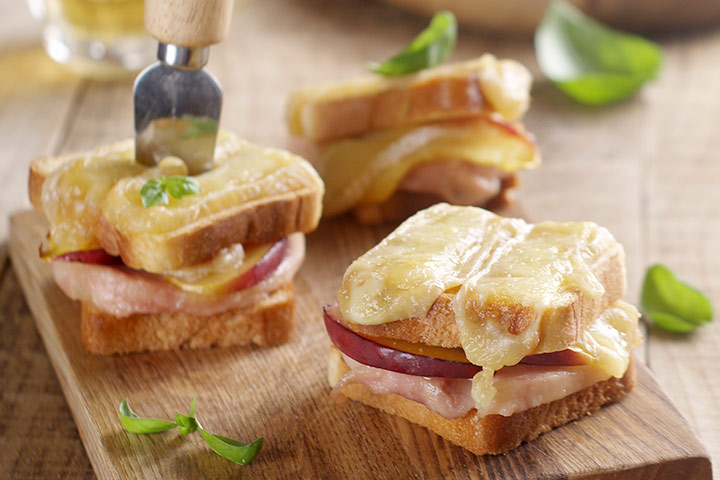 Apple-Cheese.-And-Ham-Sandwich