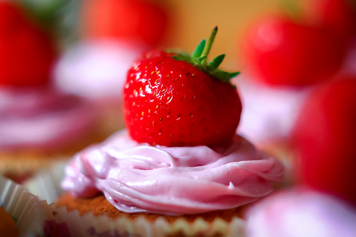 Simple Strawberry Cupcake recipe for kids Pictures