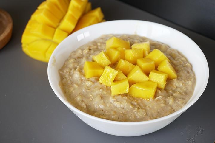 Mango and oat porridge