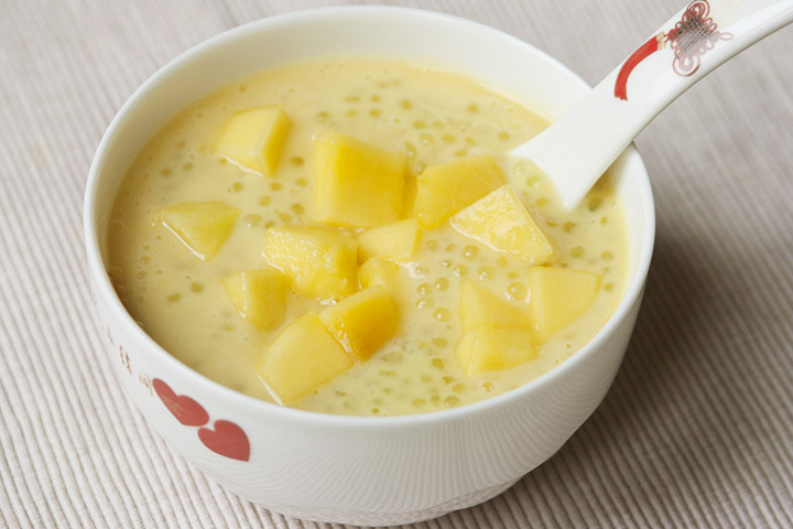Sago and mango porridge