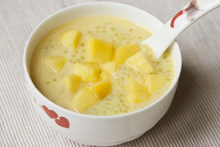 Sago and mango porridge