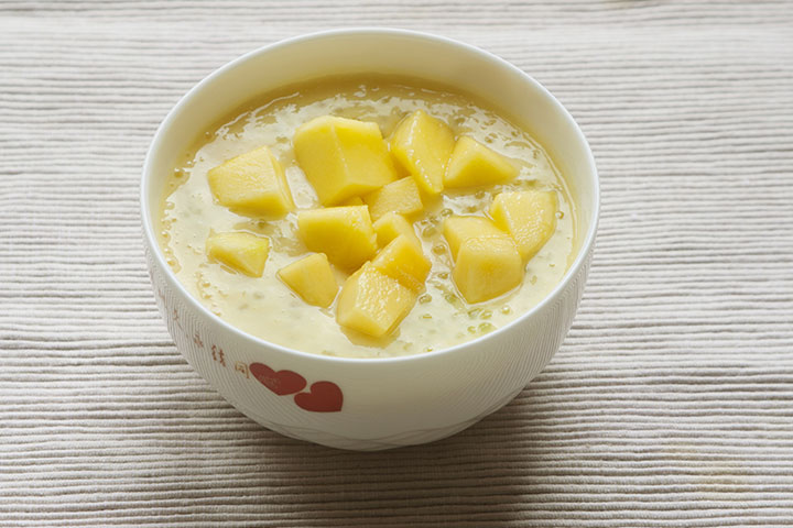 Yogurt and rice puff snack