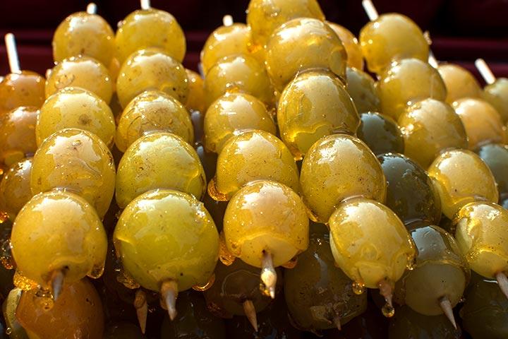 Caramel grapes