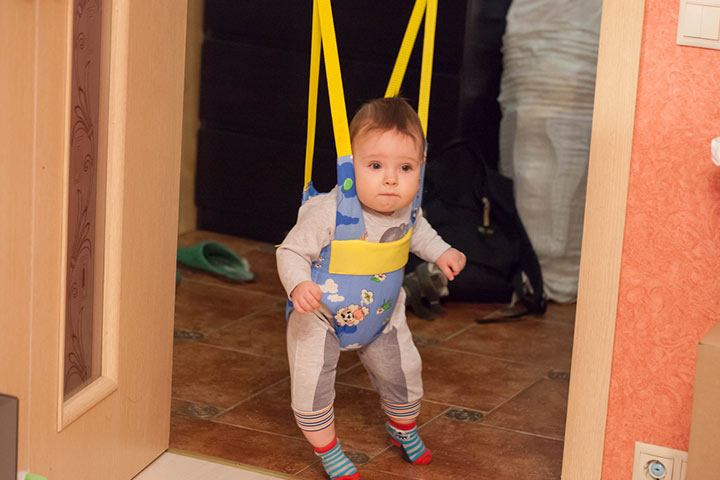 Baby jumper that attaches to a door frame
