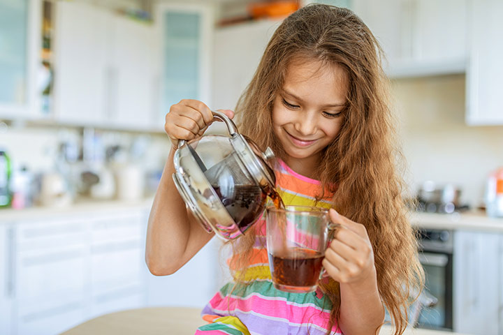 anak konsumsi minuman hangat