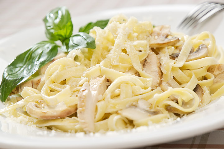 Chicken Alfredo fettuccine pasta