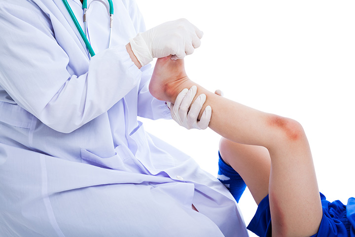 Knee Pain In Children Causes Symptoms Treatment Home Remedies