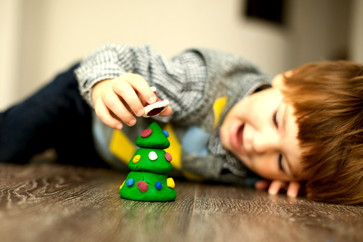 Christmas Crafts For Toddlers - Clay Christmas Tree