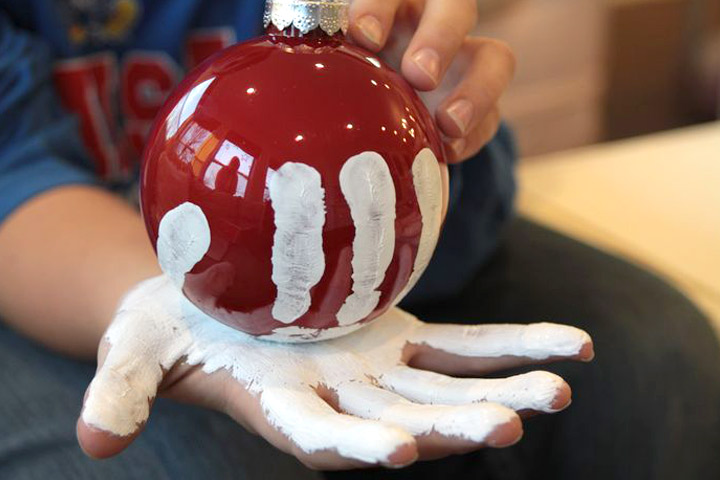 Christmas Crafts For Toddlers - Fingerprint Snowman Christmas Ball Decoration