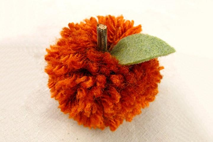 Pumpkin Crafts - Pompom Pumpkin