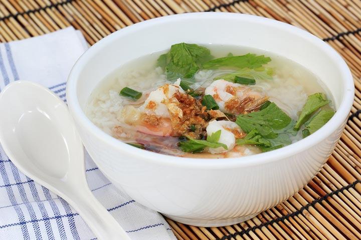 Rice, spinach, and chicken porridge