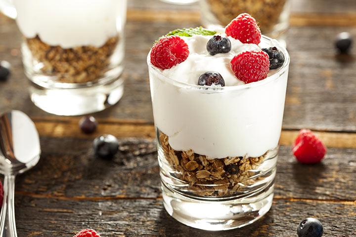 Snack Recipes For Kids - Yogurt And Granola Trifle