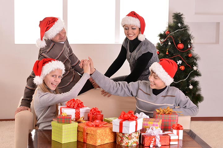 Christmas Party Games For Teens - Santa's Hat
