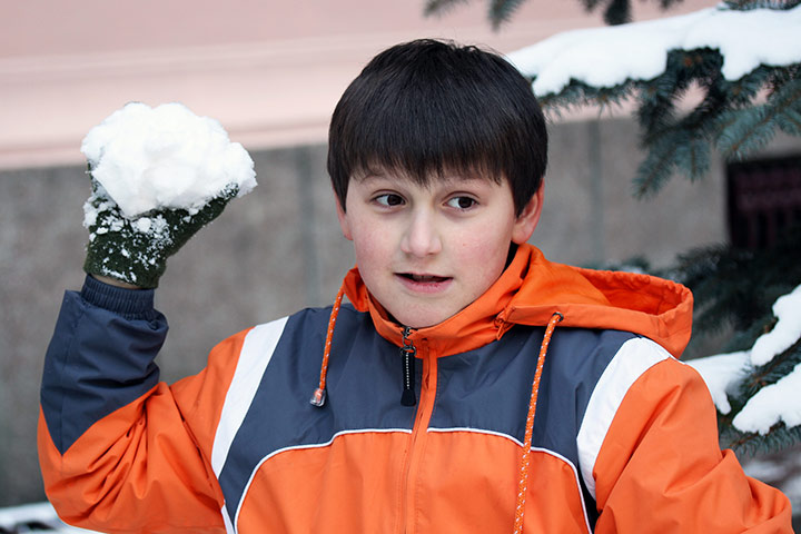 Christmas Activities For Kids - Snowball Throwing Contest