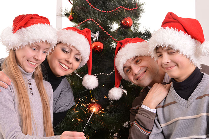 Christmas Party Games For Teens - Twelve Days Of Christmas Relay