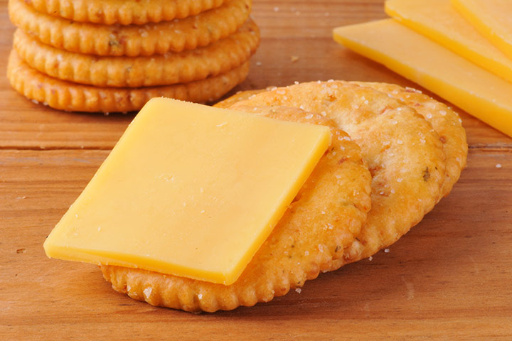 Snacks For Breastfeeding - Whole Grain Crackers And Cheese