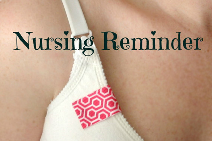 A nursing reminder tag enables women to keep track of what side she is on.