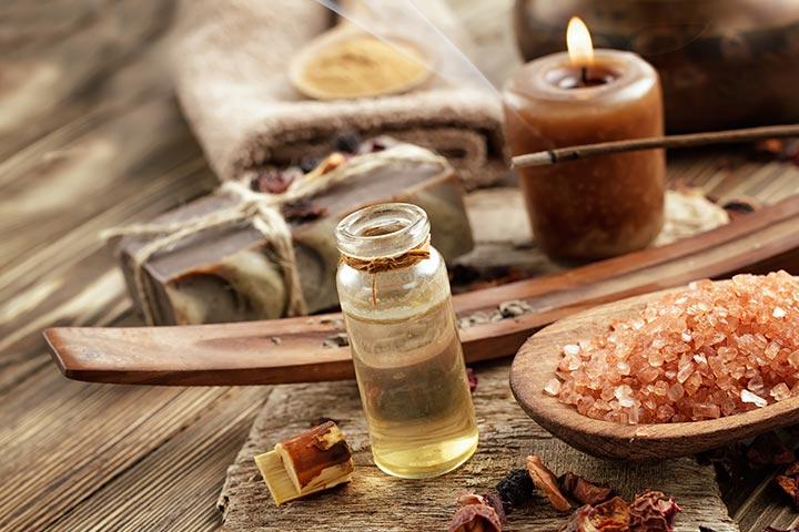 Massaging body oil