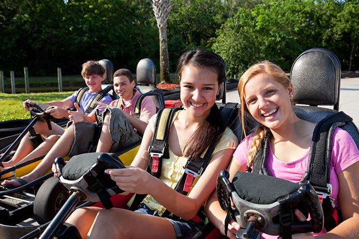 Fun Things To Do On The Weekend For Teenagers - Visit Theme Parks