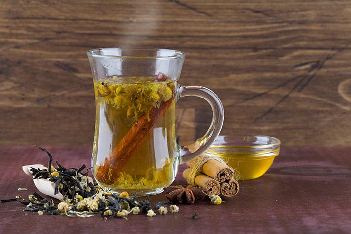 Herbal tea with apple cider vinegar
