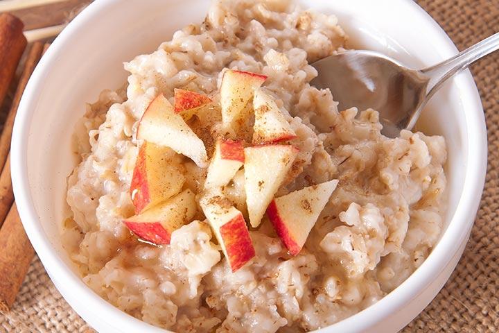 Broken Wheat, Oats, and Apple Porridge