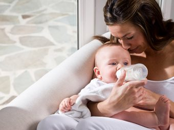 5 Best Positions To Bottle-Feed Your Baby