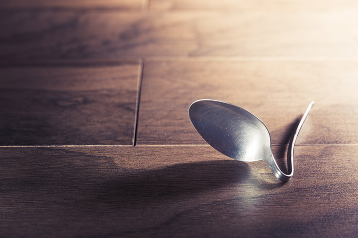 Bend a spoon magic trick