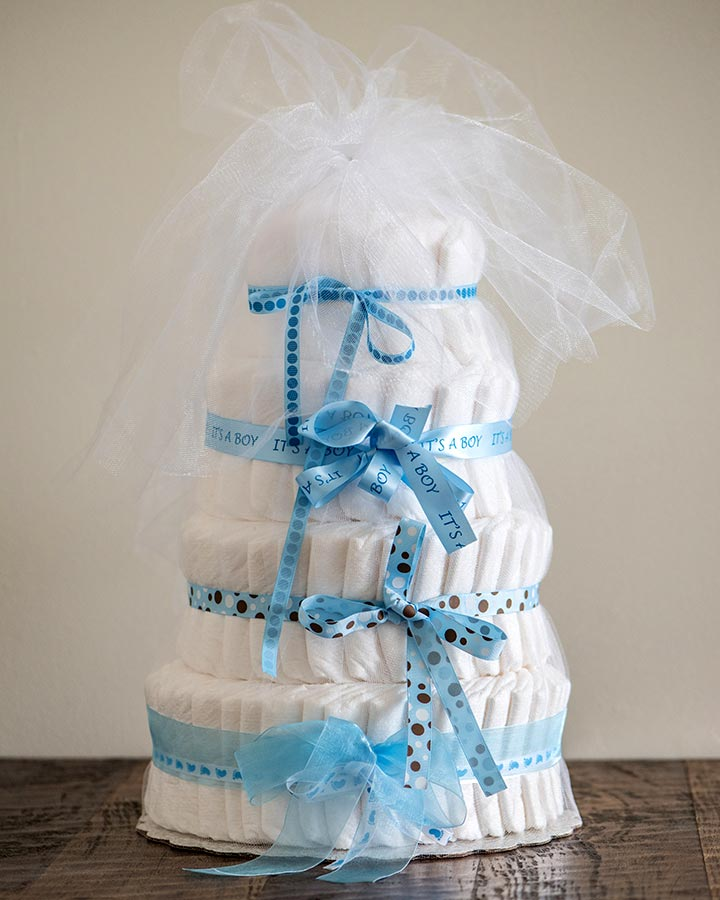 How to make a folded diaper cake