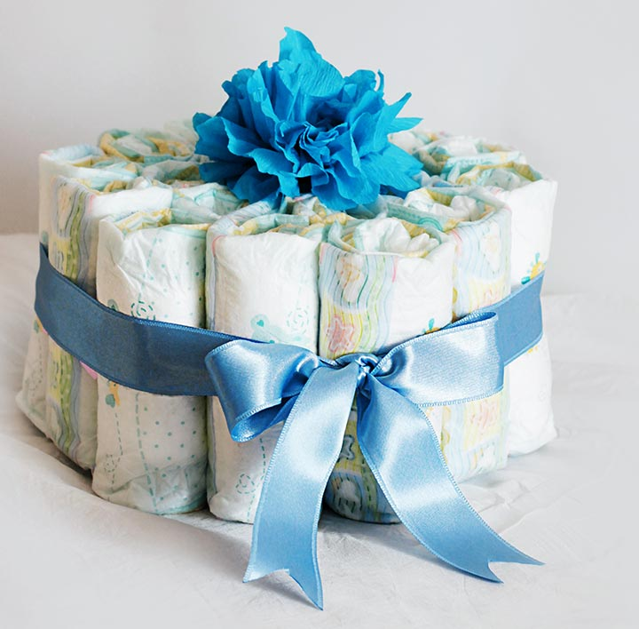 How to make a rolled diaper cake