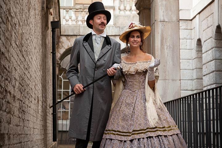 The Victorian Era Couple Costume