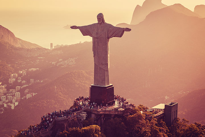 What is the weight of the Christ the Redeemer statue