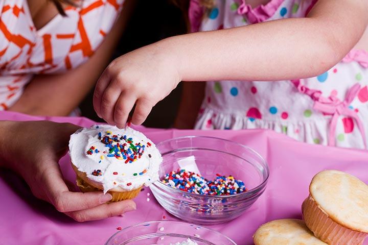Decorate the cupcake
