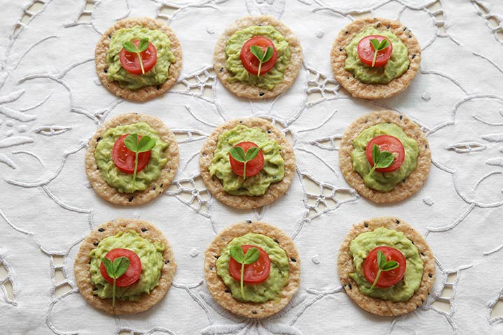 Mashed Avocado And Crackers