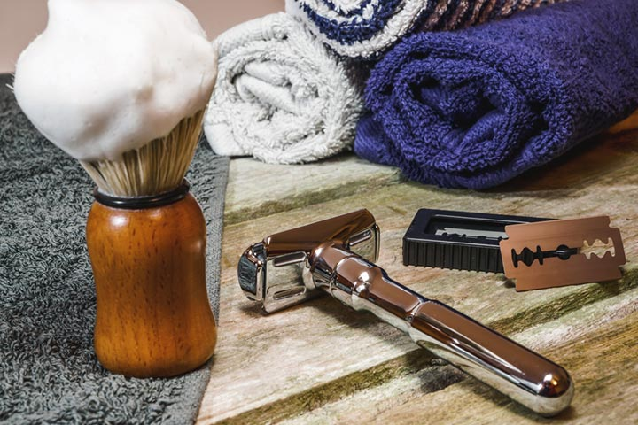 Old-fashioned shaving kit
